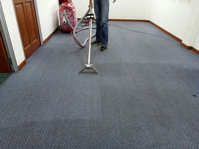 Cleaning Carpet Flooring